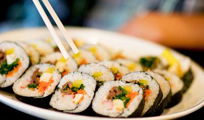http://berlinamellia.files.wordpress.com/2013/04/food-japanese-sushi-favim-com-177614.jpg?w=400